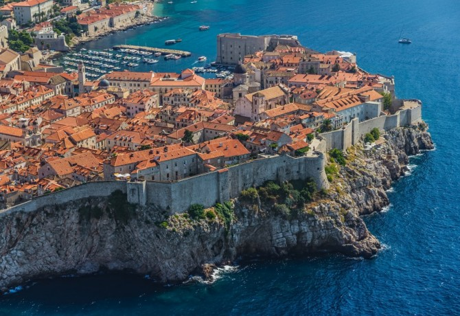 How to meet Dubrovnik on foot