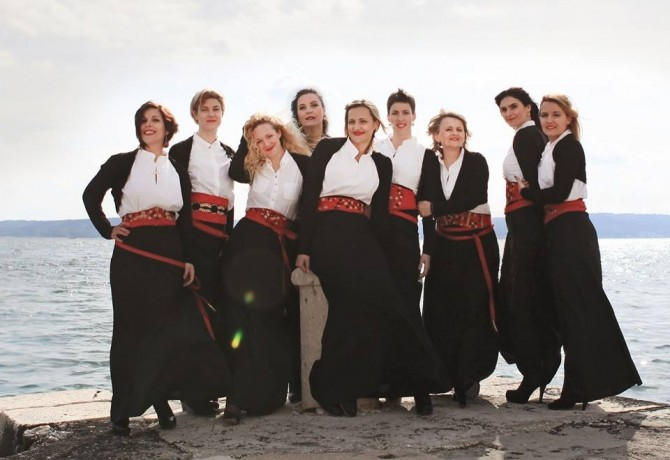 Female klapa Štorija