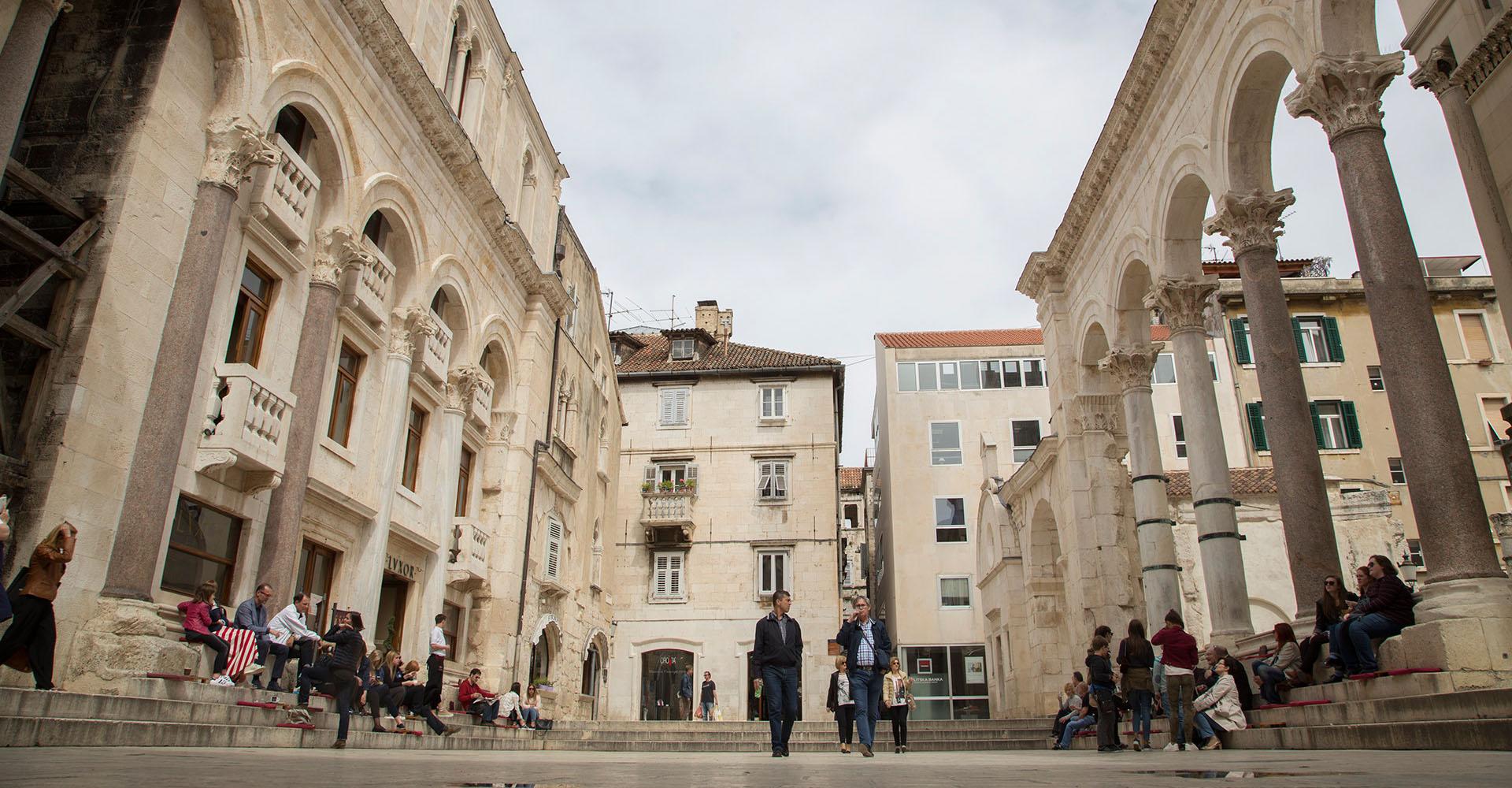 Proslava Dana Katoličkoga bogoslovnog fakulteta Sveučilišta u Splitu Katolički bogoslovni fakultet Sveučilišta u Splitu u četvrtak, 18. svibnja proslavit će svoj Dan te će u toj prigodi Fakultet dodijeliti nagrade najboljim studentima, kao i diplome i svjedodžbe.