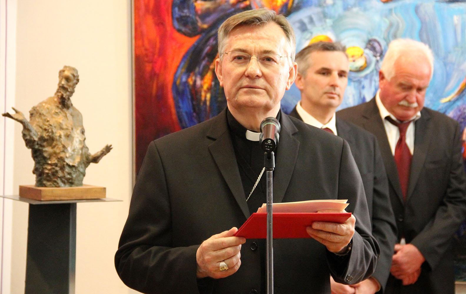 Svećeničko ređenje u Splitu Splitsko-makarski nadbiskup Marin Barišić zaredio je za svećenike trojicu ovogodišnjih kandidata u u konkatedralnoj crkvi sv. Petra u Splitu.