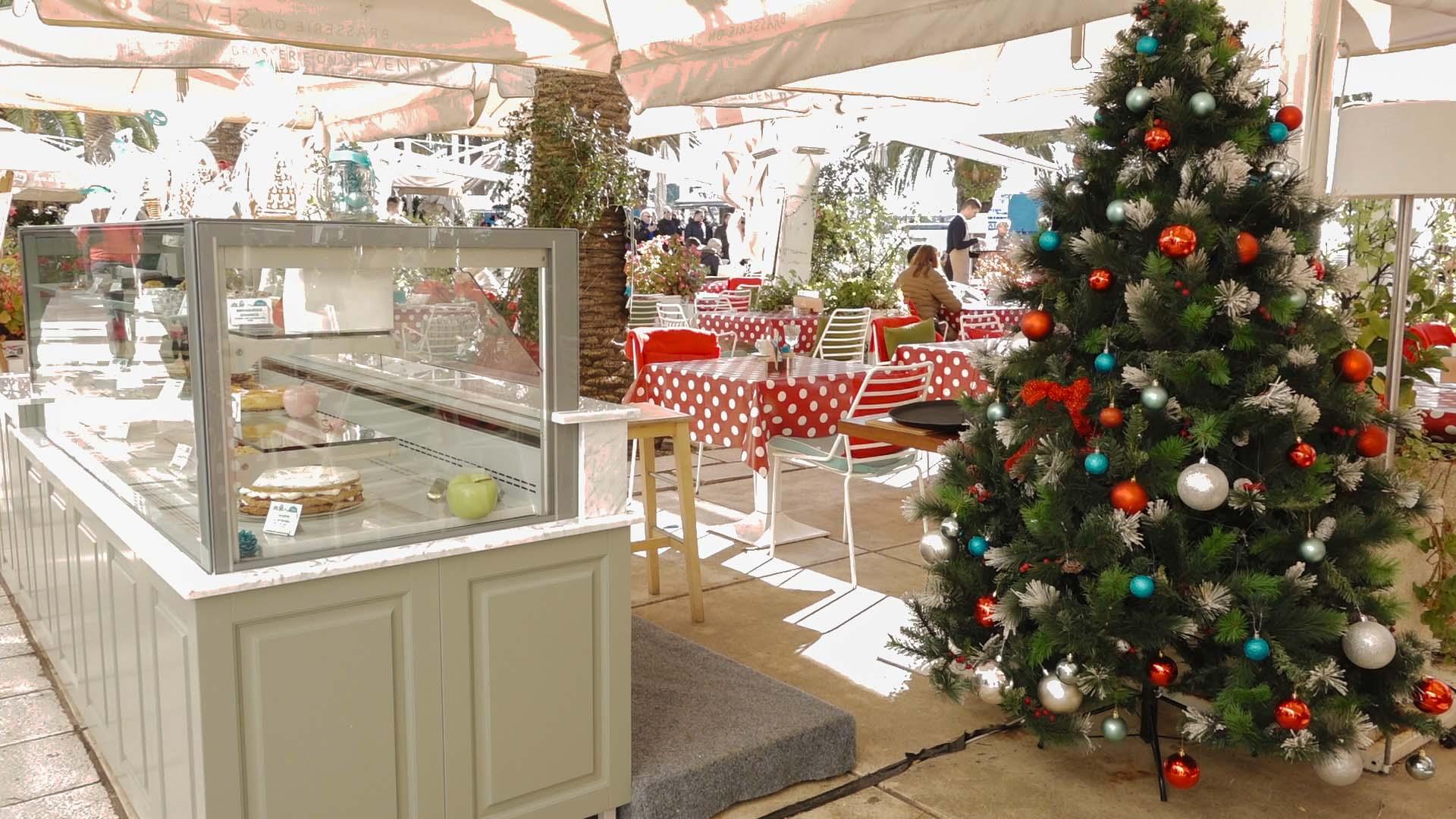 Splita Riva- Božićni sajam privlači goste blagdanskom razdoblja. Svi se radujemo Božiću i božićnim blagdanima i Novoj godini. U gradu podno Marjana Božićn