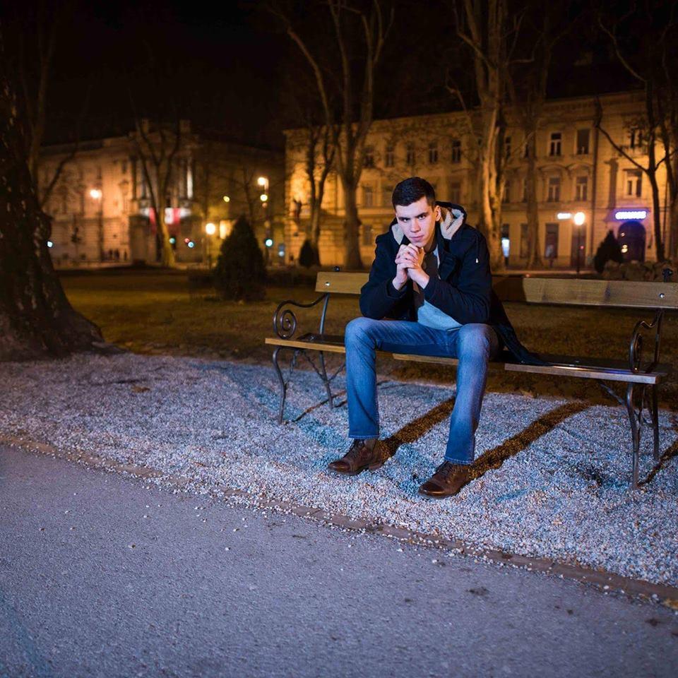 """Ako treba moliti"""" novi singl Tonija Pavića Mladi pjevač i autor Toni Pavić nedavno je objavio svoj novi singl """"Ako treba moliti."""""""