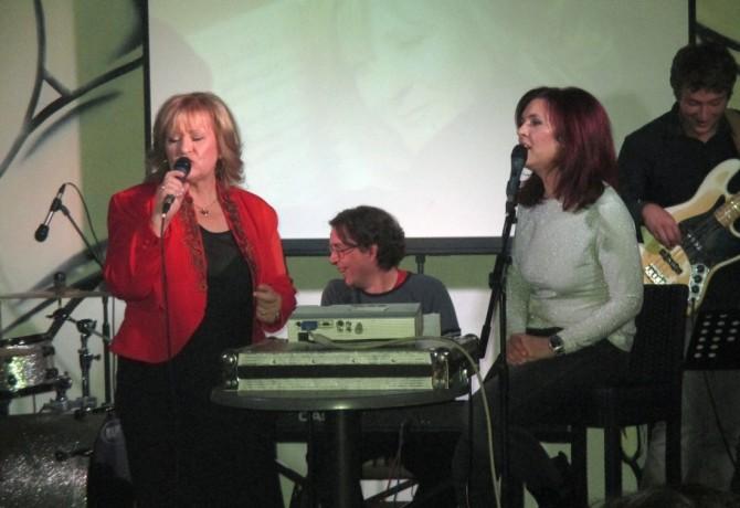 "Meri Cetinić i kći Ivana promovirale album ""Dozvoli mi"" u Bowling centru ""Octopus"""