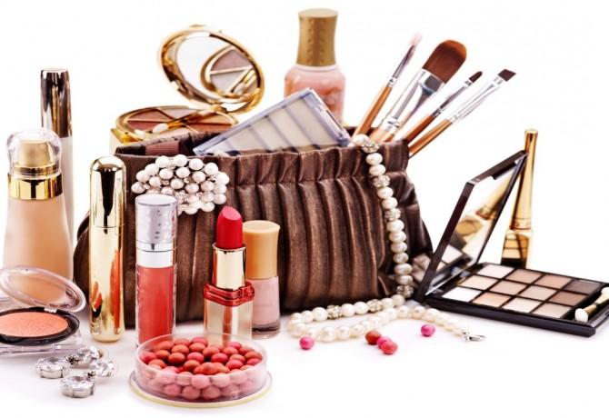 Zavirimo u make up torbicu!