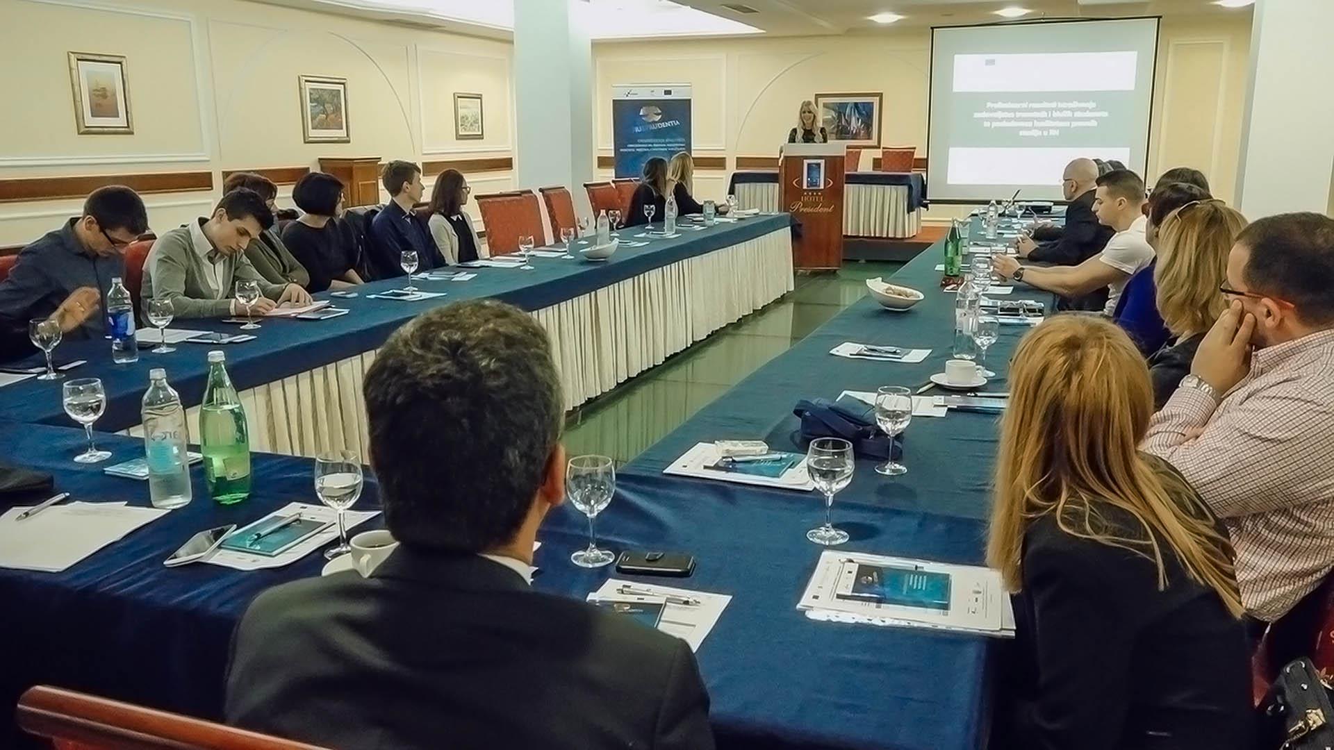 Dr.sc.Marija Boban s kolegama promovira novu knjigu