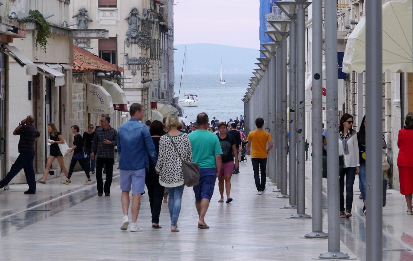Natječaj za izlaganje u Galeriji Fotokluba Split Fotoklub Split poziva fotografe da se prijave na Natječaj za izlaganje u Galeriji fotografije Fotokluba Split u 2018. godini.