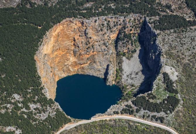 Priča o Crvenom jezeru