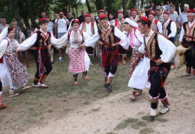 Vrlički dernek i domaće ognjište, običaji i tradicija!