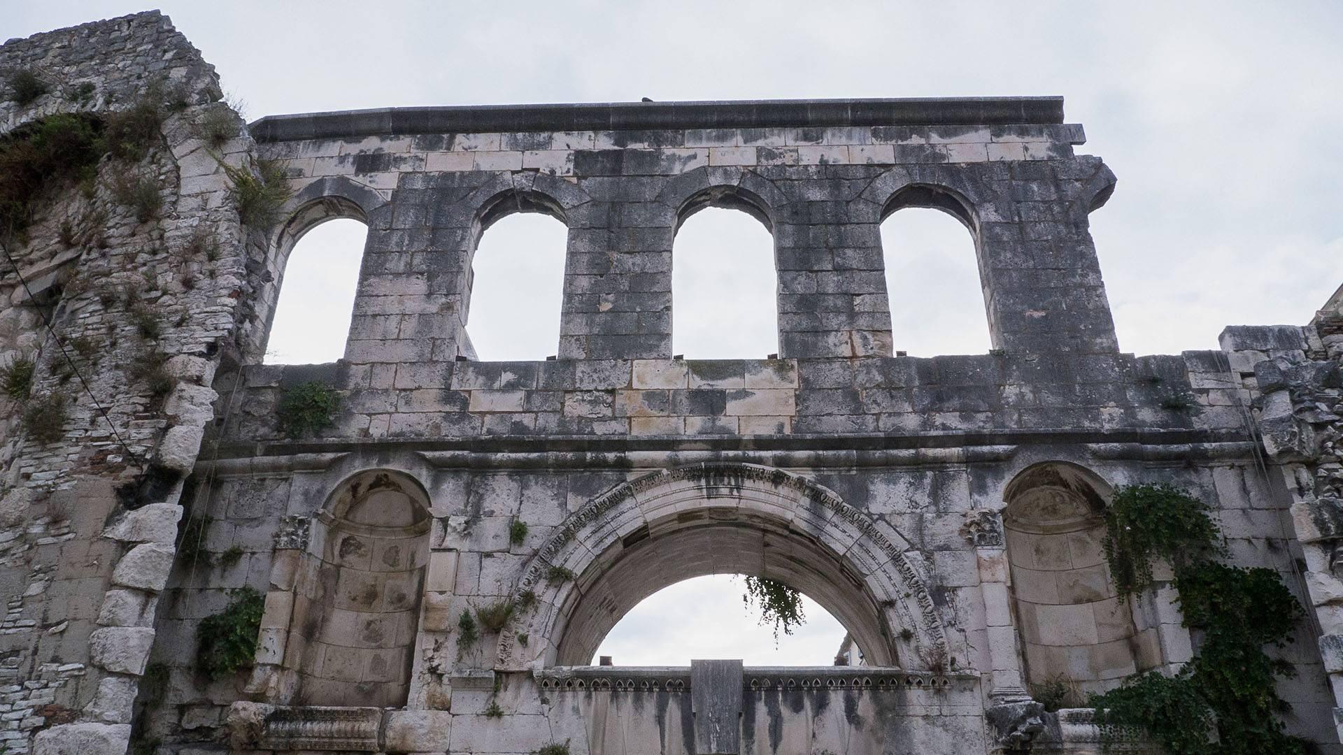 "Izložba ""Vinko Draganja op."" u Dominikanskom samostanu"