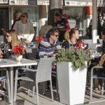 Riva okupana suncem, Splićanima i gostima