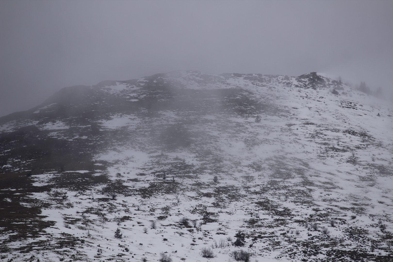 Ne krećite na put bez zimske opreme: U Gorskom kotaru i Lici slab snijeg