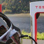 """Musk najavio testnu nadogradnju za pretvorbu u skoro potpunu autonomnost, vlasnici Tesle oduševljeni: """"Elon Musk, luđače. Uspio si"""", """"Budućnost dolazi!"""""""